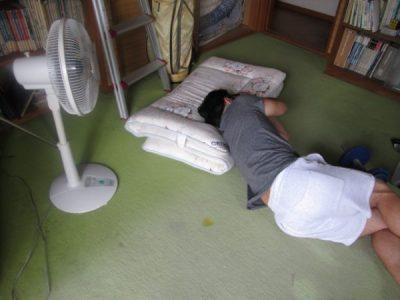 夏の汗と後頭部の温湿布